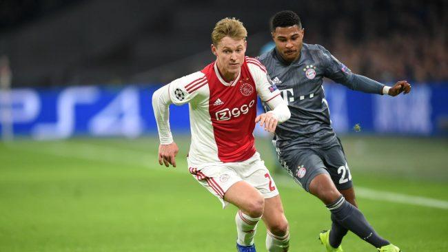 Gelandang asal Ajax, Frenkie de Jong dikabarkan tidak akan bergabung dengan klub besutan dari Ernesto Valverde, Barcelona