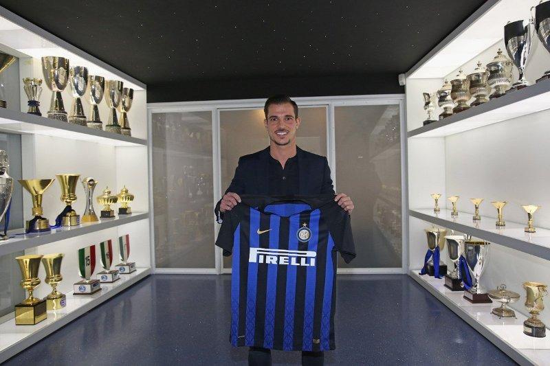 Inter Rekrut Cedric Soares Dengan Status Pinjaman