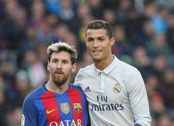Lionel Messi dan Cristiano Ronaldo adalah dua pesepakbola ternama sekaligus terbesar didunia sepakbola