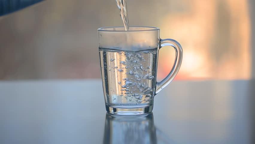 Manfaat Mengkonsumi Air Putih Hangat Saat Berbuka Puasa Baik Untuk Kesehatan Tubuh